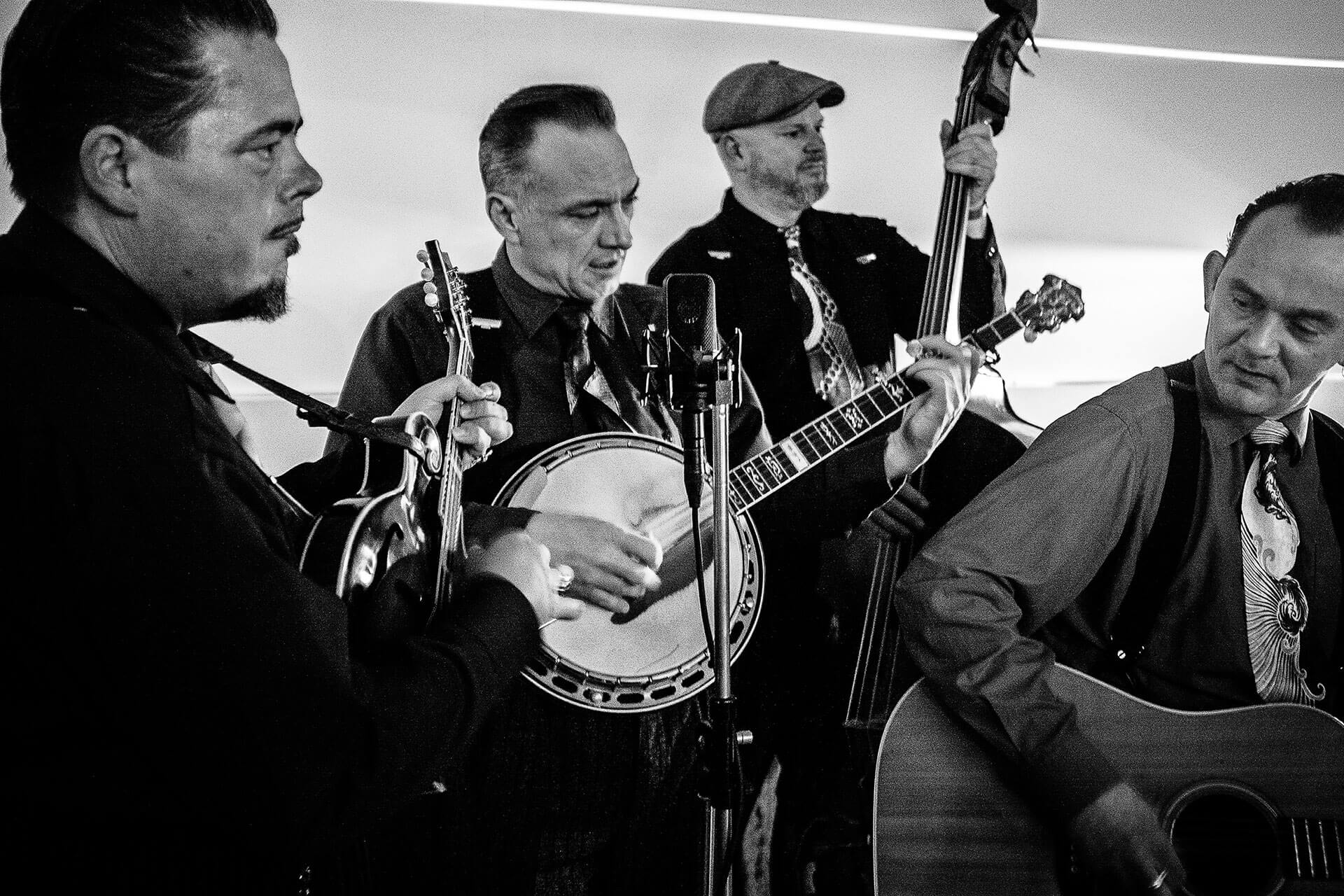 """Zum Auftakt des 18. Bühler Bluegrass Festival betritt die niederländische Band """"Blue Grass Boogiemen"""" die Bühne. Foto: Jelle Mollema"""